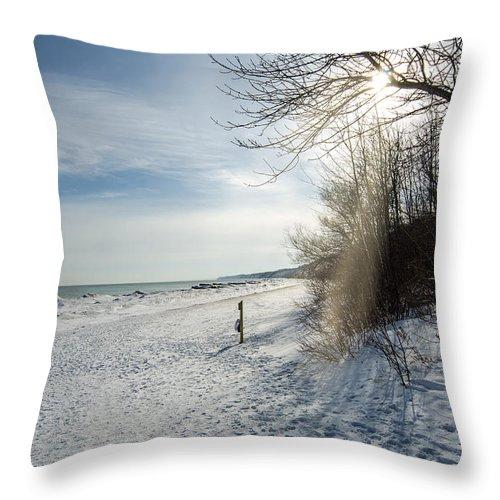 South Beach Throw Pillow featuring the photograph Port Washington - South Beach 3 by Susan McMenamin