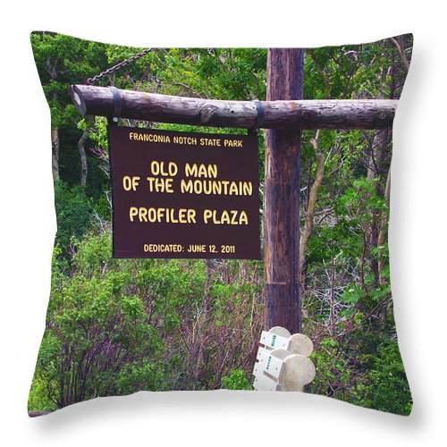 Old Man Of The Mountain Throw Pillow featuring the photograph Profiler Plaza Post by Shell Ette