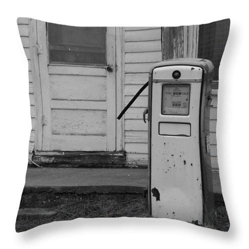 Gas Pump Throw Pillow featuring the photograph Pump Closed by Alexander Meic
