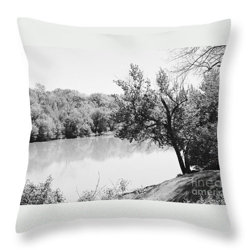 Rappahannock River Throw Pillow featuring the photograph Rappahannock Riverbank I by Anita Lewis