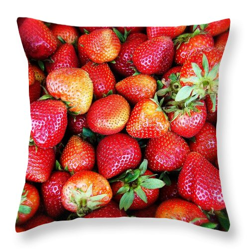 Strawberies Throw Pillow featuring the photograph Red Strawberries by Alice Gipson