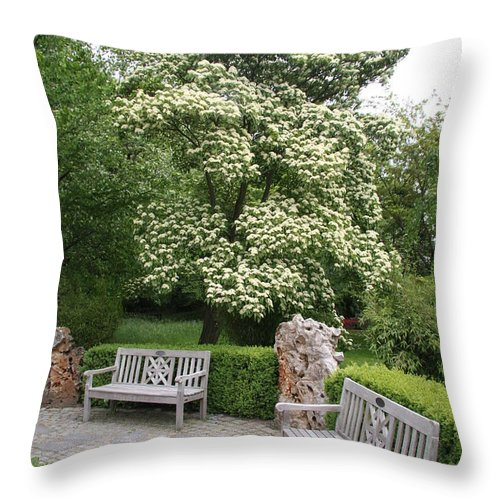 Park Throw Pillow featuring the photograph Relax In The Park by Christiane Schulze Art And Photography