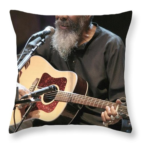 Singer Throw Pillow featuring the photograph Richie Havens by Concert Photos