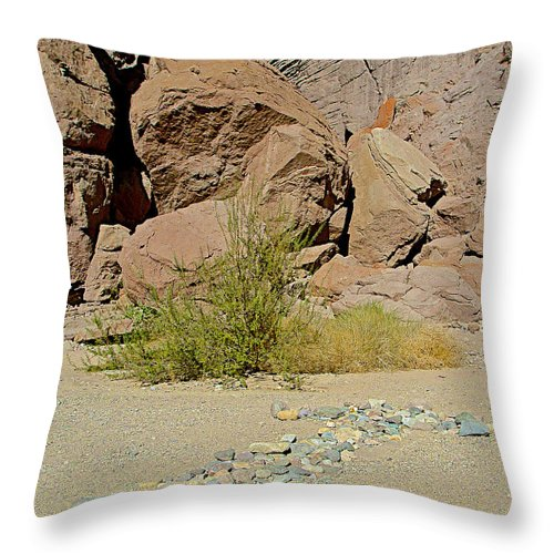 Rock Arrow And Terry Directing Into Ladder Canyon From Big Painted Canyon Trail In Mecca Hills Throw Pillow featuring the photograph Rock Arrow And Terry Directing Into Ladder Canyon From Big Painted Canyon Trail In Mecca Hills-ca by Ruth Hager