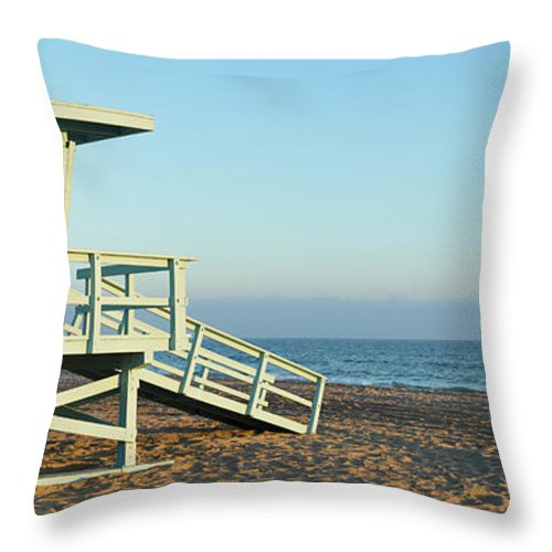 Water's Edge Throw Pillow featuring the photograph Santa Monica Lifeguard Station by S. Greg Panosian