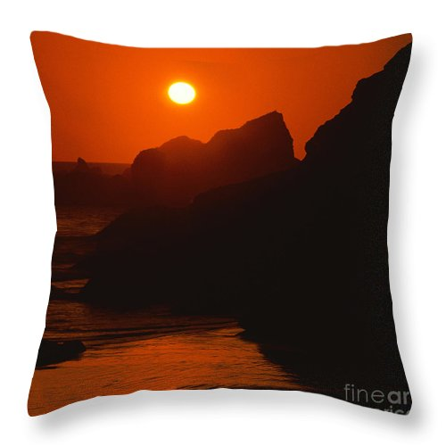 Photography By Paul Davenport Throw Pillow featuring the photograph Seaside Sunset by Paul Davenport
