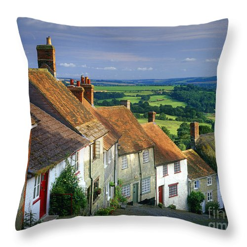 Horizontal Throw Pillow featuring the photograph Shaftesbury by Edmund Nagele
