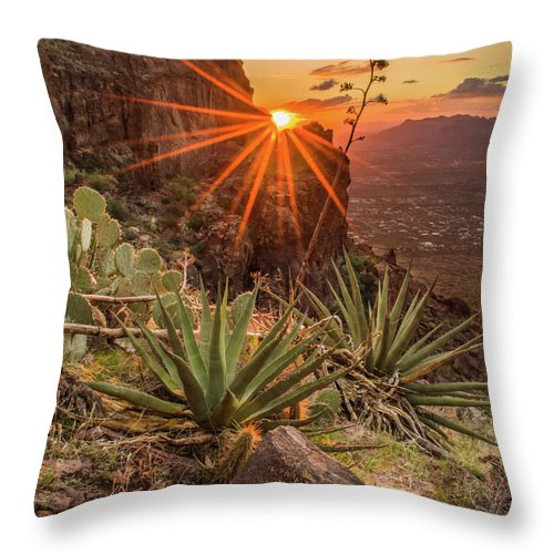 Tranquility Throw Pillow featuring the photograph Siphon Draw Magic by J.t