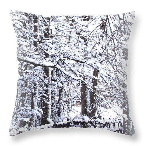 Snowy Woods Throw Pillow featuring the photograph Snow-img-2174-merry Christmas by Travis Truelove