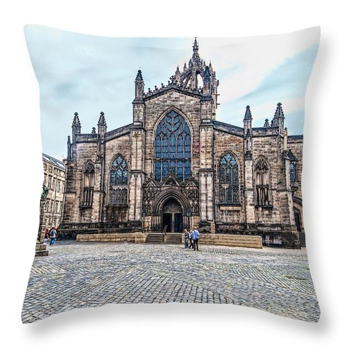 Cathedral Throw Pillow featuring the photograph St. Giles Cathedral by Leon Roland