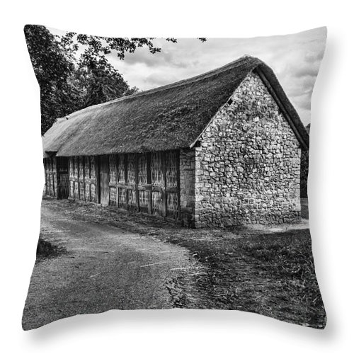 Stryd Lydan Barn Throw Pillow featuring the photograph Stryd Lydan Barn Mono by Steve Purnell