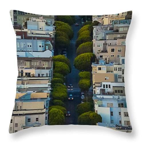San Francisco Throw Pillow featuring the photograph Summer Green On Lombard Street by Scott Campbell