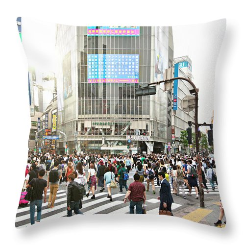 Crowd Throw Pillow featuring the photograph Sunny Day In Shibuya by Xavierarnau