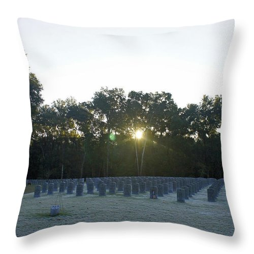 Wreath Throw Pillow featuring the photograph Sunrise At Bushnell by Laurie Perry