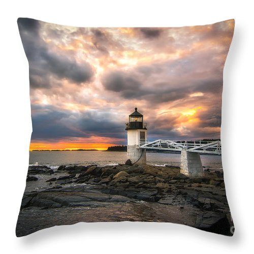 Marshall Point Lighthouse Throw Pillow featuring the photograph Sunset At Marshall Point by Scott Thorp