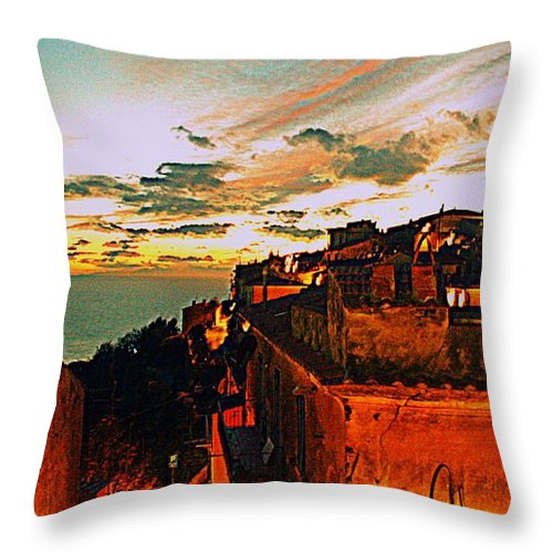 Sunset Throw Pillow featuring the photograph Sunset In Capoliveri - Toscany by Gluca Pagnini