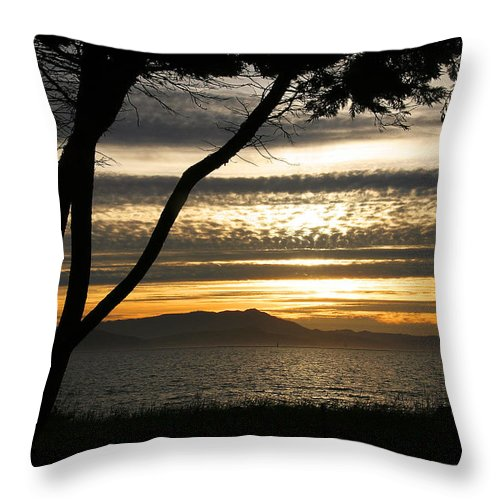 San Francisco Throw Pillow featuring the photograph Sunset On The Bay by Robert Woodward