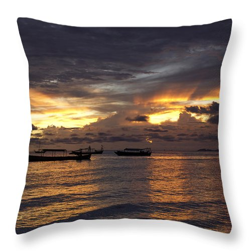 Sunset Throw Pillow featuring the photograph Sunset On The Coast by David Freuthal