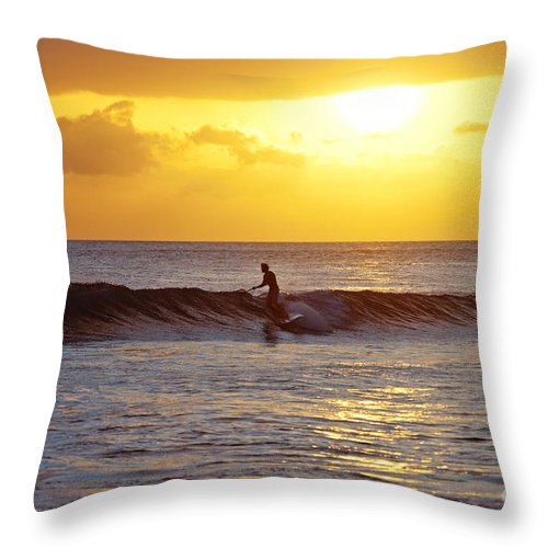 c20ad7fc549a85 Stand Up Paddling Throw Pillow featuring the photograph Sunset Surf Maui by David  Olsen