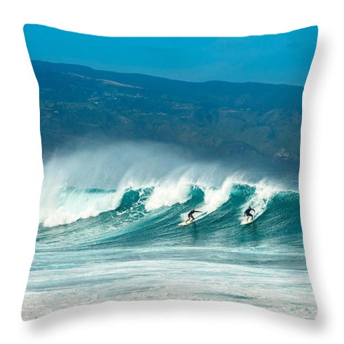 Hookipa Beach Throw Pillow featuring the photograph Surfing Duel by Jamie Pham