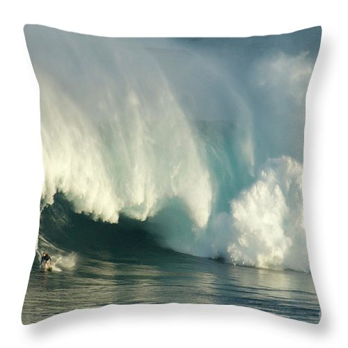 Surf Throw Pillow featuring the photograph Surfing Jaws 1 by Bob Christopher