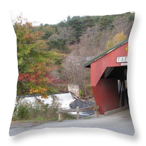 Covered Bridge Throw Pillow featuring the photograph Taftsville Covered Bridge Vermont by Barbara McDevitt