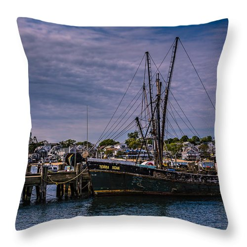 Cape Cod Throw Pillow featuring the photograph Terra Nova Fishing Trolley by Susan Candelario