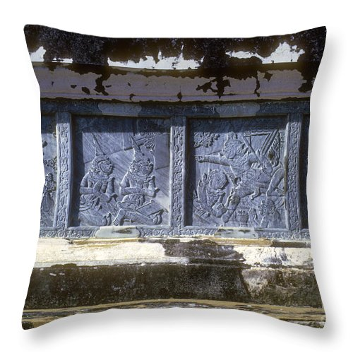 Thai Art Dancing Characters Temple Rubbing Temples Rubbings Bangkok Thailand Artwork Architecture Throw Pillow featuring the photograph Thai Dancer Artwork by Bob Phillips