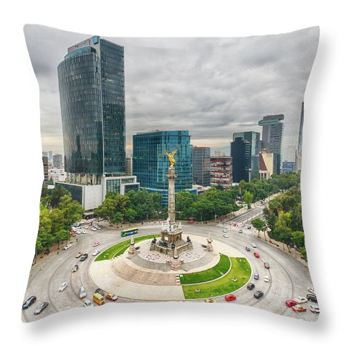 Mexico City Throw Pillow featuring the photograph The Angel Of Independence, Mexico City by Sergio Mendoza Hochmann