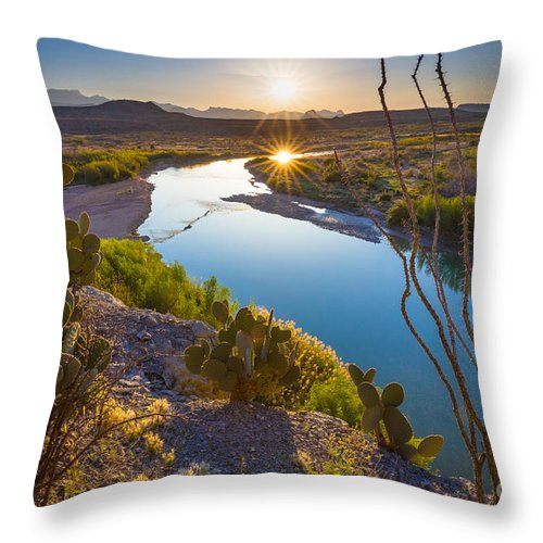 America Throw Pillow featuring the photograph The Big Bend by Inge Johnsson