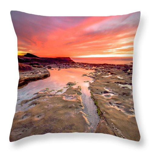 La Jolla Throw Pillow featuring the photograph The Crack In The Rock by Robert Aycock