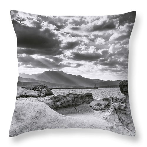 Duncan Longden Photography Throw Pillow featuring the photograph The Queen's Head Geological Park. Toned by Duncan Longden