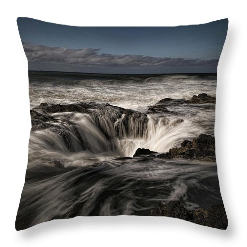 Landscape Ocean View.rushing Water High Tide Throw Pillow featuring the photograph Thor's Well Or Cooks Chasm by Terry Hjorten
