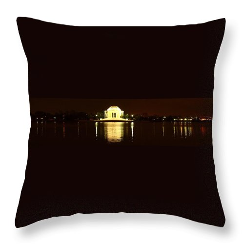 Washington Throw Pillow featuring the photograph Tidal Pool Panorama by Robert McCulloch