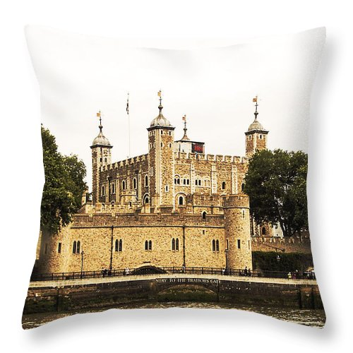 London Throw Pillow featuring the photograph Traitors Gate by Fred West