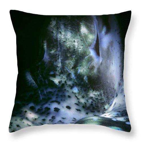 Micronesia Throw Pillow featuring the photograph Tridacna Clams 3 by Dawn Eshelman