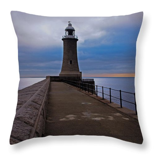 Tynemouth Throw Pillow featuring the photograph Tynemouth Pier Lighthouse by David Pringle