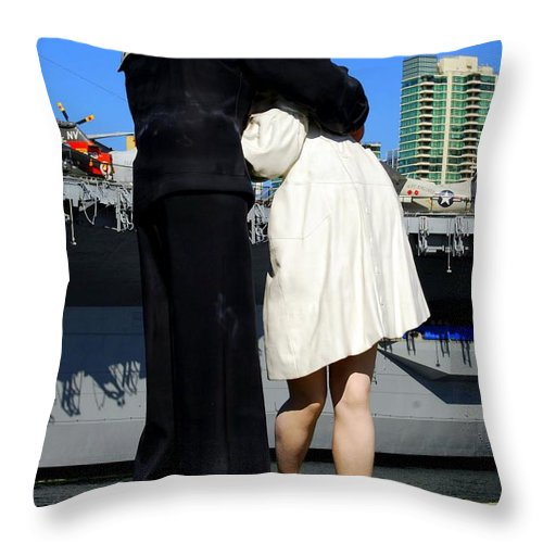 Statue Throw Pillow featuring the photograph Unconditional Surrender Kiss by Caroline Stella
