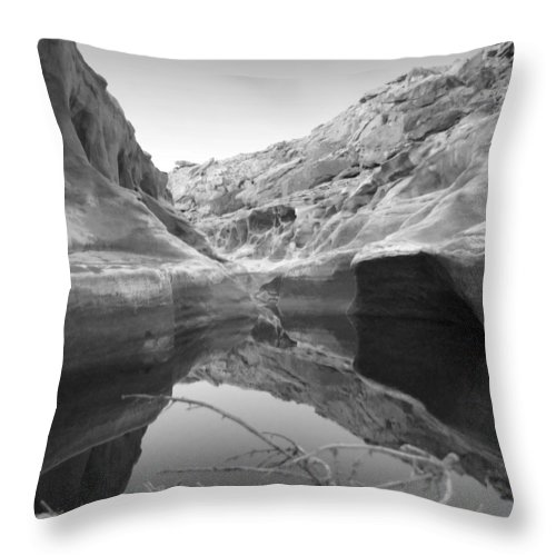 Utah Outback Throw Pillow featuring the photograph Utah Outback 10 by Mike McGlothlen