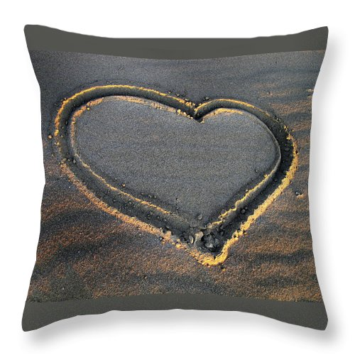Valentine's Day Throw Pillow featuring the photograph Valentine's Day - Sand Heart by Daliana Pacuraru