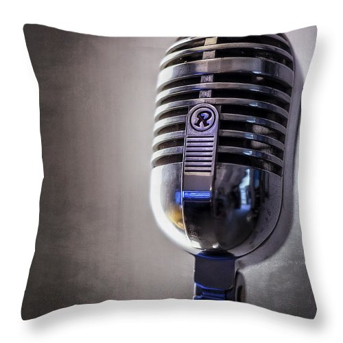 Mic Throw Pillow featuring the photograph Vintage Microphone 2 by Scott Norris