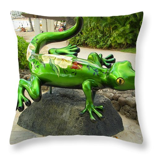 Gecko Throw Pillow featuring the photograph Waikiki Gecko by Daniel Hagerman