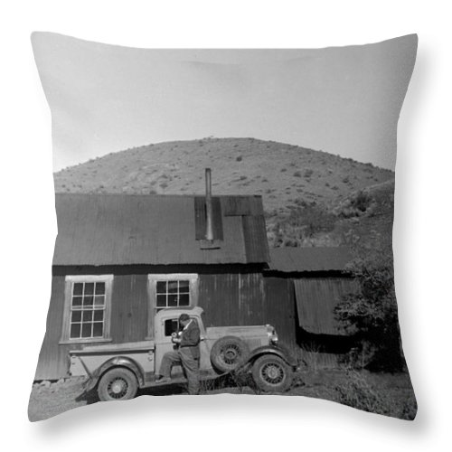 Arizona Throw Pillow featuring the photograph Waitng For The Rest Of The Gang by Larry Ward