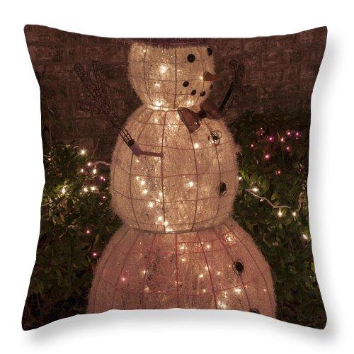 Austin Texas Christmas Decoration Decorations Snowman Snowmen Light Lights Throw Pillow featuring the photograph Warm Weather Snowman by Bob Phillips