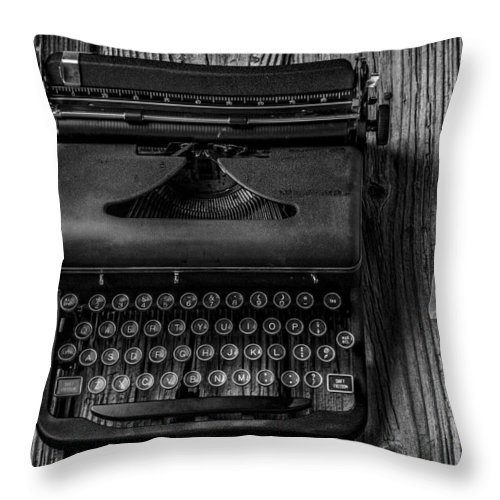 Old Typewriter Throw Pillow featuring the photograph Write Me by Garry Gay