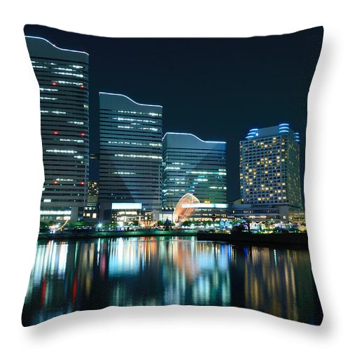 Minato Mirai Throw Pillow featuring the photograph Yokohama Minato-mirai by Kaoru Hayashi