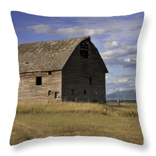 Big Sky Throw Pillow featuring the photograph Old Big Sky Barn by Sandra Bronstein