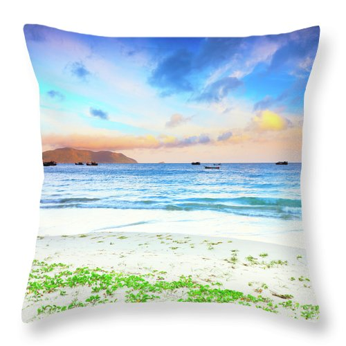 Beach Throw Pillow featuring the photograph Sunrise by MotHaiBaPhoto Prints
