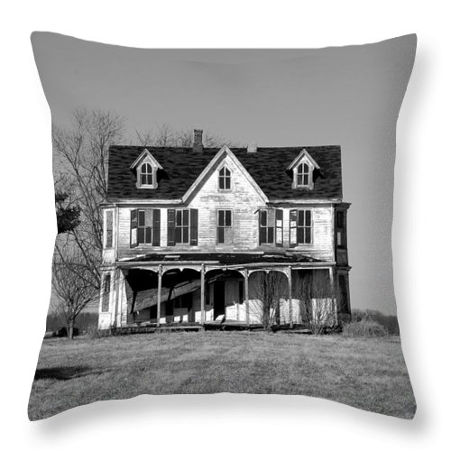 Farmhouse Throw Pillow featuring the photograph Abandoned IIi by Richard Ortolano