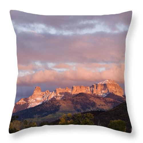 Sunset Throw Pillow featuring the photograph Alpenglow On The Cimarron Mountains - D003083a by Daniel Dempster